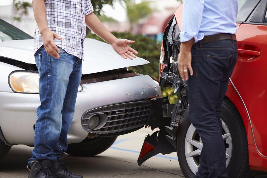 Polisa OC chroni przed konsekwencjami finansowymi spowodowania wypadku lub kolizji.