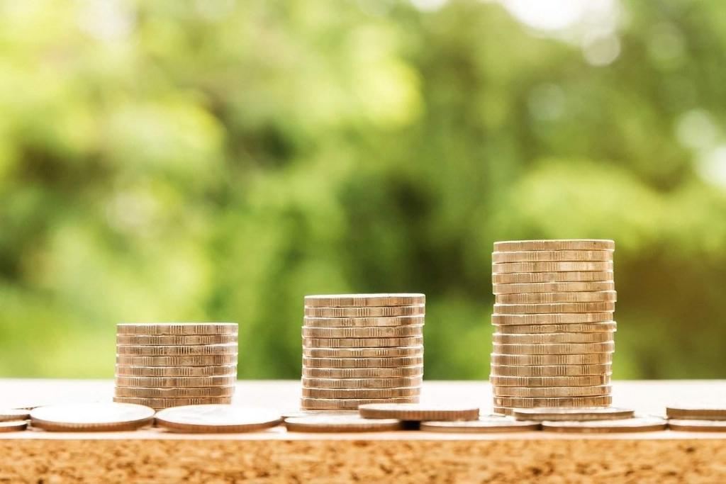 Co to jest firma pożyczkowa? Czym różni się od banku?