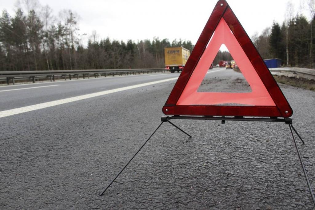 Trójkąt ostrzegawczy należy do obowiązkowego wyposażenia samochodu